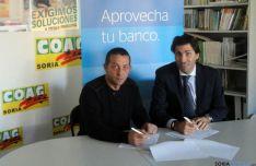 Cervero (izda.) y Mañoso, en la firma del acuerdo.