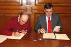 Firma del convenio entre Diputación y Ancro.