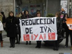 Pancarta contra el IVA.