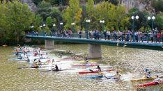 Kayaks bajo la ermita de San Saturio.