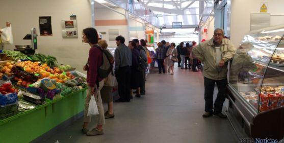 Mercado provisional en la plaza Concepciones.