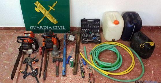 Material incautado a los delincuentes en Almazán.