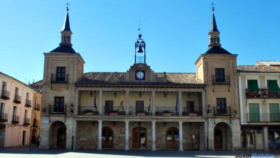 Fachada principal del ayuntamiento del Burgo de Osma. /