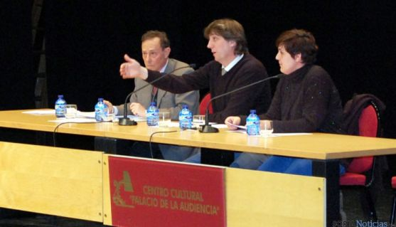 Boces, (izda.) Mínguez y Alegre en la asamblea de este lunes.