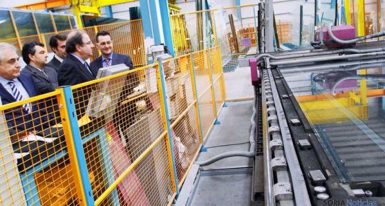 El presidente Herrera en su visita a la factoría leonesa de Tvitec.