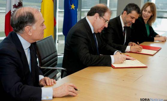 Firma del convenio entre la Junta y Microsoft.