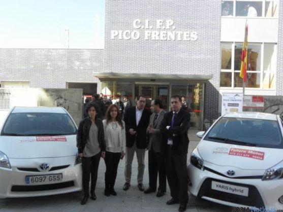 Representantes de Junta y Futura Motor frente al CIFP