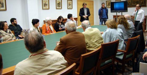 Reunión con vecinos y comerciantes sobre las obras del mercado