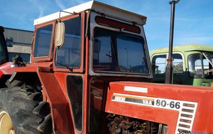 Cabina de un tractor en los años ochenta. / agromaquinaria.es