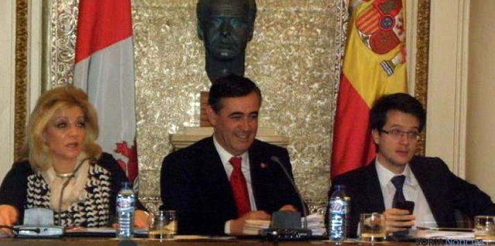 El presidente (ctro.) y los vicepresidentes de la Diputación. / SN