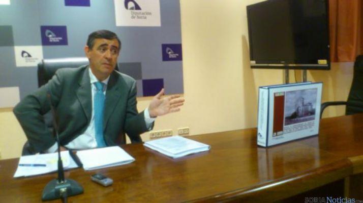 El presidente de la Diputación junto al proyecto