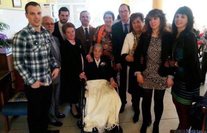 Foto 1 - Esmeragda Córdova recibe un homenaje por su centenario en la residencia de Quintana