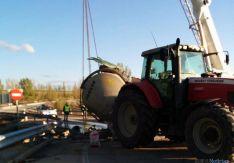 Vuelco de una cisterna agrícola en Garray