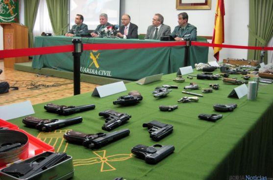 Las armas incautadas en la rueda informativa sobre la operación