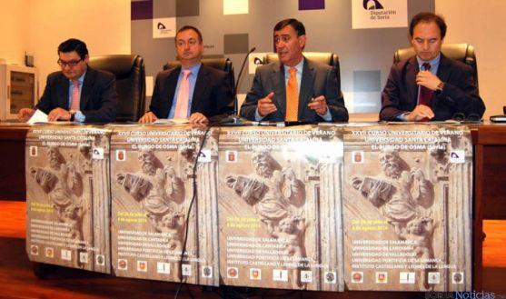 Elías (izda.) y Jesús Alonso, Pardo y Bustamante en la presentación de los cursos.
