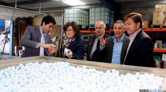 Angulo, en su visita a la fábrica Replay Golf en Ólvega.