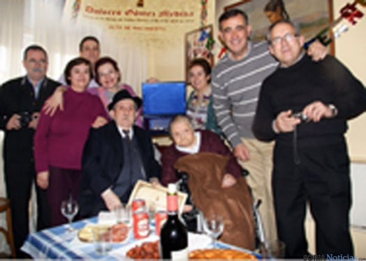 Foto 1 - Dolores Gómez recibe un homenaje por sus cien años