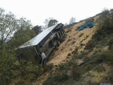 Camión volcado en el Madero