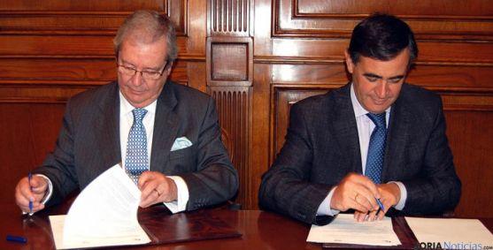 Cresp y Pardo en la rúbrica del acuerdo.