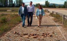 Antón (izda.), Pérez y Núñez en los terrenos de la CMA.
