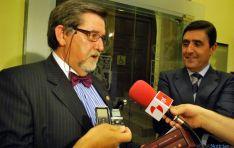 Martín de Marco, (izda.) junto al presidente de Caja Rural, Carlos Martínez Izquierdo. / SN