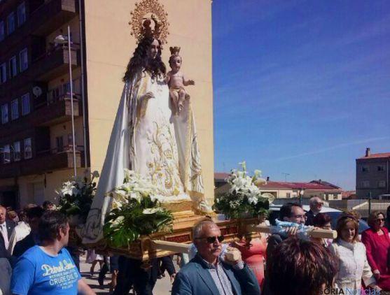 La imagen de la patrona en su camino hacia la ermita.