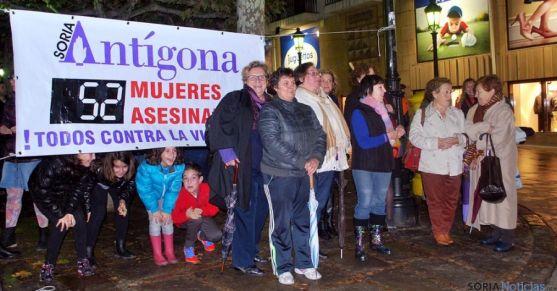 Componentes de Antígona en acto público en una imagen de archivo.