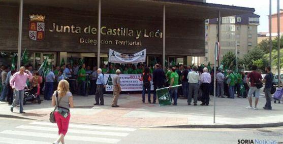 Concentración de ASAJA este jueves en la Delegación de la Junta.