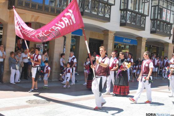 Desfile hacia la plaza Mayor este Lunes de Bailas. / SN