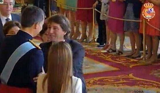 El alcalde en su felicitación al Felipe VI hoy.