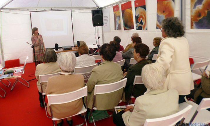 Un momento de la conferencia sobre la Venerable.