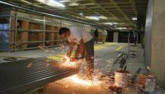 Un operario este lunes en el aparcamiento subterráneo de Granados. / SN