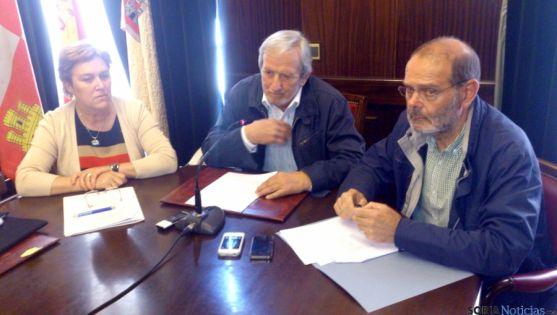 Frías (dcha.), Bárez y Yusta en la presentación de las visitas. / SN