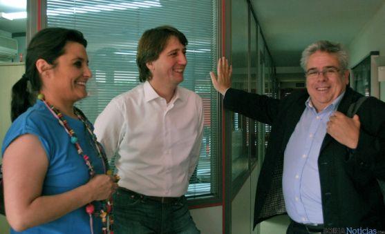 Seara (izda.), Mínguez y Sánchez en la sede socialista soriana. / SN