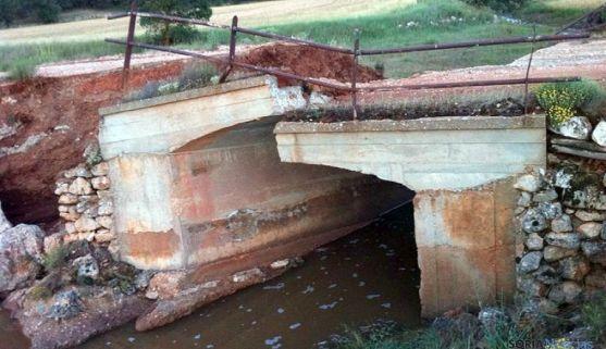 Un puente destrozado en Barahona tras las recientes tormentas. / ASAJA