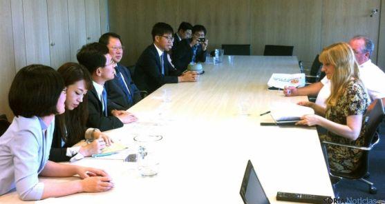 Los coreanos, en su reunión con la ADE./ Jta.