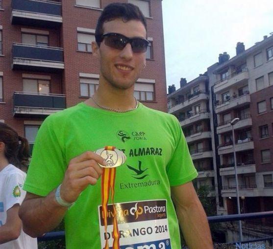 Mario Moure con su medalla de oro. / CAEP
