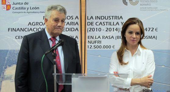 El presidente de la compañía, Francisco Arguillés con la consejera. / Jta.