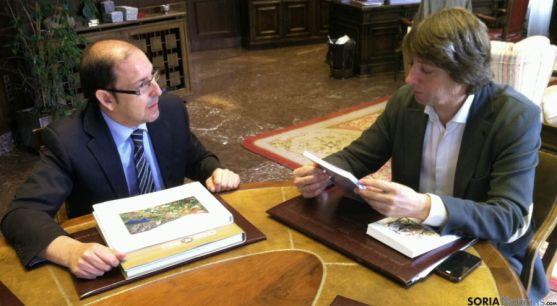 Siscart (izda.) y Mínguez, hoy en el ayuntamiento. / Ayto