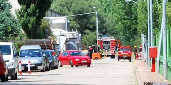 Vehículos de los bomberos en el lugar del siniestro. / SN