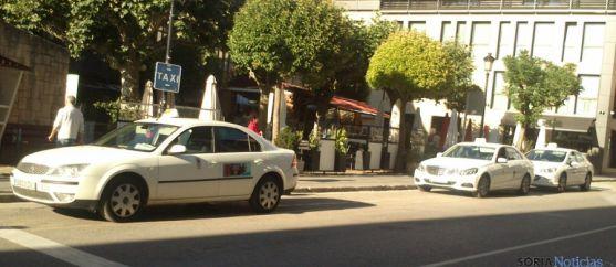 Parada de taxis esta tarde de lunes. / SN