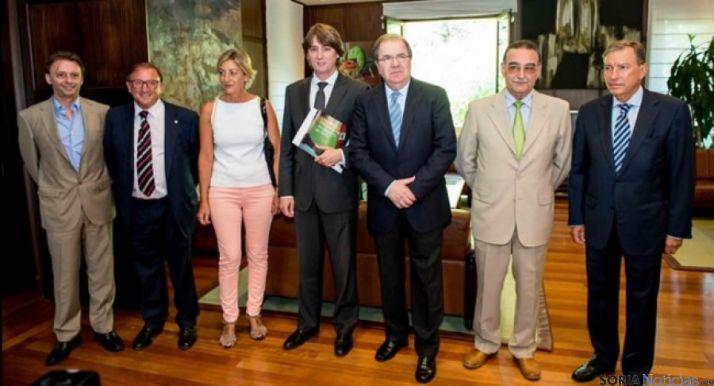 Herrera recibe a los representantes de la Universidad del Deporte