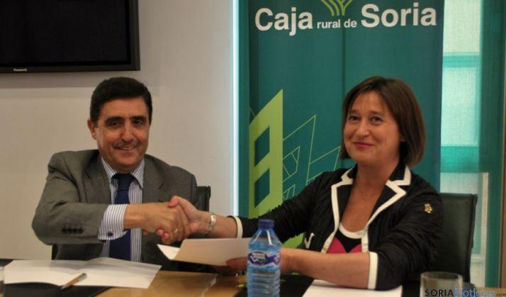 Martínez Izquierdo y Sánchez Barreiro en la firma del convenio. / SN