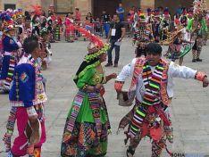 Bolivianos celebrando Sr de Bombori