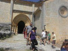 Foto 3 - Centenares de peregrinos desfilan por El Cañón en la romería de San Bartolomé