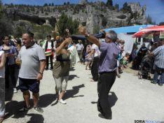 Centenares de peregrinos desfilan por El Cañón en la romería de San Bartolomé