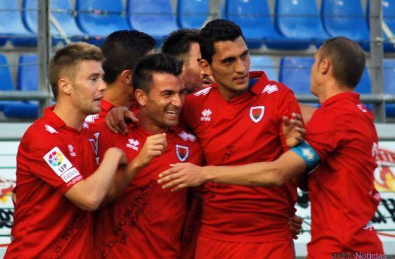 Natalio celebra el primer gol de los rojillos.