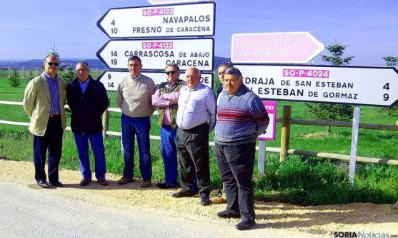 Dirigentes provinciales y locales en la carretera habilitada.