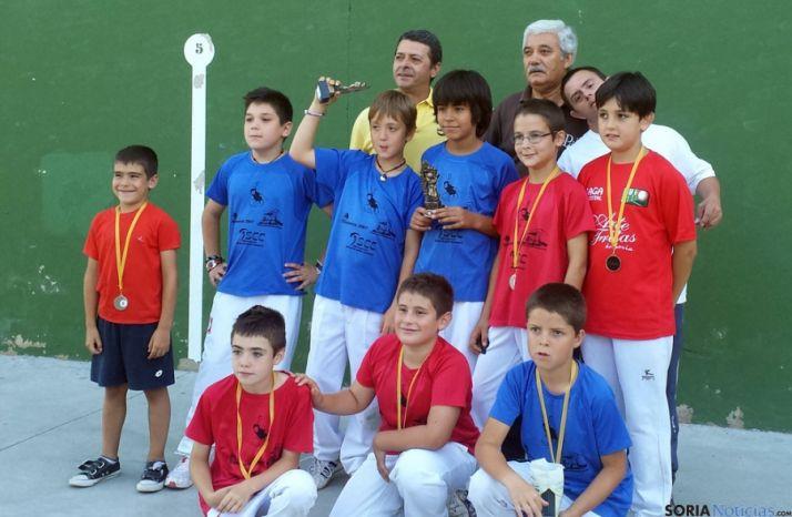 Los jóvenes pelotaris de Barriomartín.