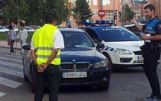 El conductor es interrogado por un policía. / SN